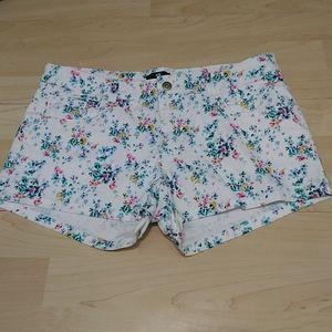 3/25$ H&M floral white jeans short